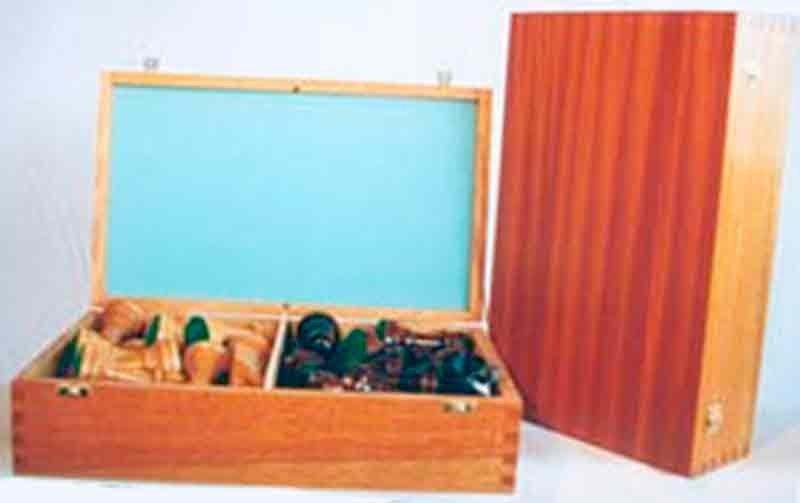 Large varnished case 33 cm.