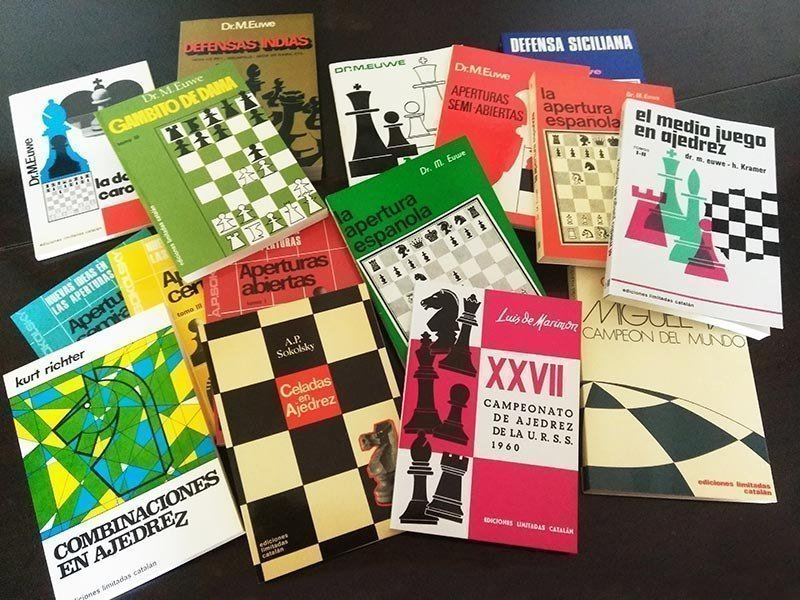 Lot offers 14 chess books with free shipping